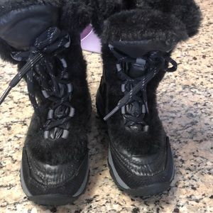 Girls gently used The North Face Snow boots